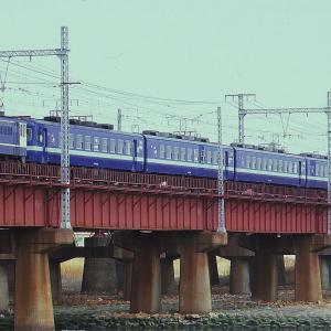 EF65-1002牽引するお座敷列車
