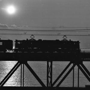 東海道線白糸川鉄橋渡るするEF58のいろいろ
