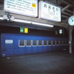 大阪駅で見れた?大井川鉄道向かうスハフ43(1986年撮影)