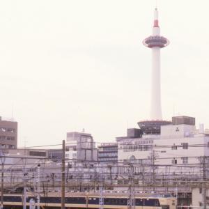 583系と京都タワー