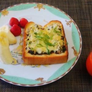 海苔の佃煮としらすトースト☆さくっと香ばしいパンにハマるよ♪☆♪☆♪