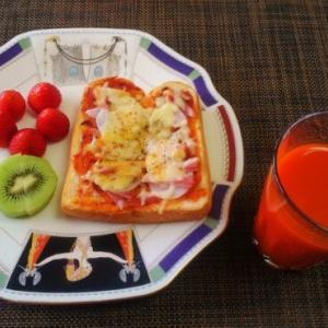 食パンにのっけてチーズ3回目は王道☆ピザトースト♪☆♪☆♪
