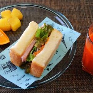 ブーイング覚悟の兼用ごはん・・・ハムと甘酢人参のサンドイッチ♪・・♪