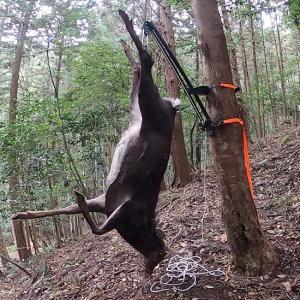 獲物を一人で吊って衛生的に解体。一果に一台、HunterHanger/ハンターハンガー。