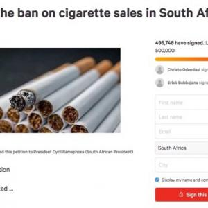 ロックダウン中の南ア、タバコ販売解禁を求めて50万人が署名 DVを人質に取るメッセージに違和感