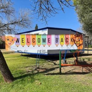 ロックダウンが続く南アフリカ、先生の献身と苦労 学校完全再開を8月に延期