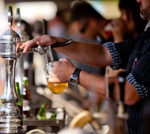 南アフリカ、酒販売を再び禁止 ミニバスは規制緩和 揺らぐ政府への信頼、人々のモラル