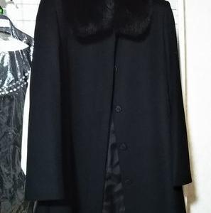黒いロングコート