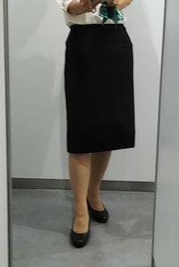 何の変哲もない黒いタイトスカート