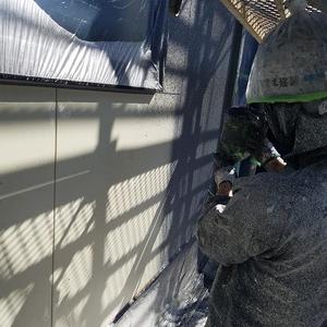 強風注意・対策を行い外壁弾性リシン吹付塗装工事完了