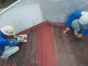 旧塗膜剥ぎながらの屋根塗装工事開始(熊本市中央区古大工町)
