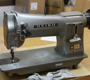 SEIKO STH-8BL セイコー STH-8BL 1本針総合送り厚物用本縫いミシンの釜止め位置調整とオープナー角度調整