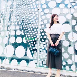 GUフェイクレザーフレアスカートで休日の美術館コーデ