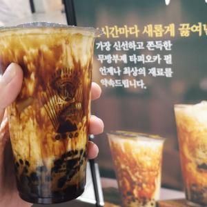 本場韓国の黒花堂のタピオカミルクティー