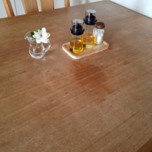 木製テーブルのシミ