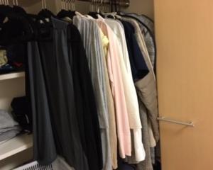 衣替えの前に衣類を見直す。