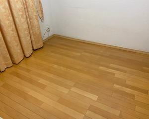 床を拭き掃除。