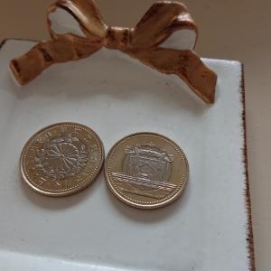 記念コインとメガネケース