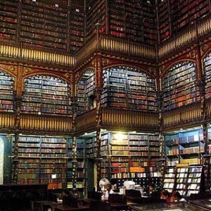 池田先生には数万の蔵書があった