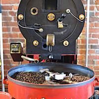 焙煎中のコーヒー豆の香りを満喫中@ハーバー・パーク・コーヒーハウス