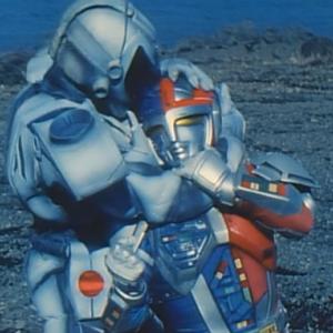 メタルヒーローの超人機メタルダーが刺客に首をへし折られる衝撃やられ