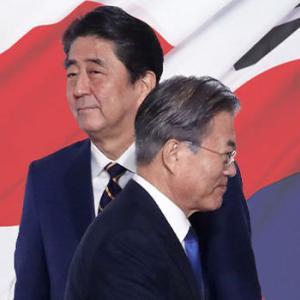 【韓国紙社説】日本の消極的な態度のせいで日韓首脳会合が行われない可能性 韓国を攻撃した境遇にプライドを掲げる時ではない