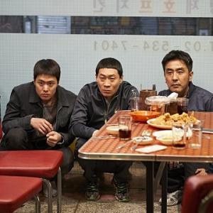 【ラストは餓死?】昼はチキン屋、夜は潜入捜査官!韓国歴代No.1ヒット 映画「エクストリーム・ジョブ」予告完成www