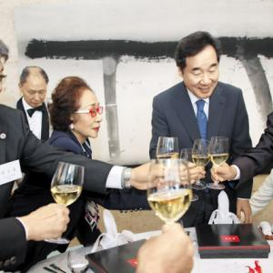李洛淵首相に会った在日韓国人たち 民団団長「我々在日韓国人は息を殺して暮らしている」