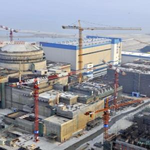 中国原発放射能漏れ  仏上限2倍超 炉停止となる上限値の少なくとも2~3倍 15日 加藤官房長官 事態を注視し情報公開を求める