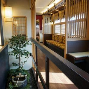 『これが電車…マジかよ』阪急の観光特急「京とれいん」その内装の美に海外が驚愕 #ホルホル速報    阪急使ってるけどこれに乗った事ないわw     京阪に対抗したのか