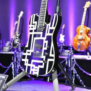 布袋寅泰さん愛用ギターずらり40本故郷・群馬を飾る |  こんな不細工だったっけ  |  布袋さんの故郷って、日本なんですか?