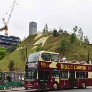 ロンドンが3億円かけ作った観光名所がオープン「ただの土の山」「最悪の観光地」と観光客から酷評