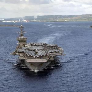 【米中関係】米国が原子力空母3隻で中国を3年ぶりのけん制!太平洋に同時展開!空母打撃群が大破しても残存兵力で継戦可能な戦力を見せつけるwww