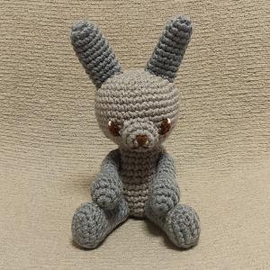 ウサギのあみぐるみ(グレー&ブルーグレー)