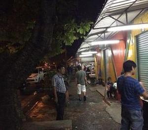 夜のコタキナバルの市街地の様子