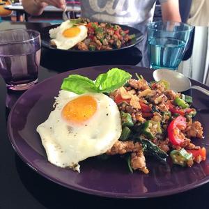 【簡単節約】 オクラ入りガパオライス、春雨サラダが食べたかった日のお昼ごはん。
