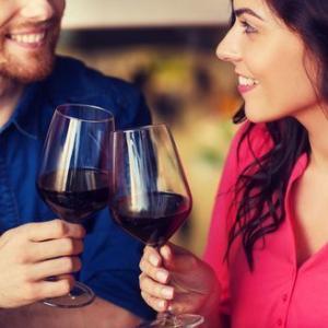 あなたは女性と「二人っきり...」で飲みに行けますか?