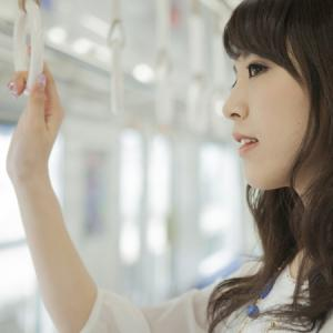 """【通勤電車で...】モテない男が""""気になる女性""""と仲良くなる方法!<br />"""