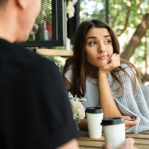 「好きじゃない」男とデートに行く理由!女性を振り向かせるには?<br /><br />