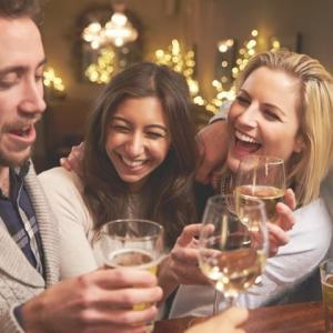 """飲み会で女性に""""強烈に""""モテる!『秘密の共有』の具体的方法って?<br /><br />"""
