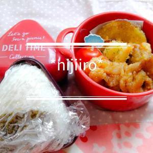 女子高校生のお弁当~おにぎりと豚こまの竜田揚げ弁当