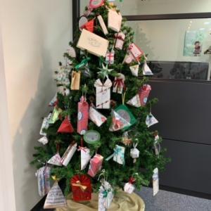 今年のクリスマスツリー(新宿朝日カルチャー)