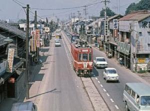 黄昏の美濃路を行く大阪-岐阜間高速バス