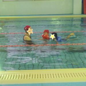 3歳の娘がスイミングデビュー★泣き虫桃ちの初プールの行方は~!?!