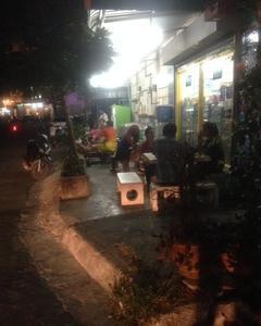 タイでよくみる夜の光景をもう一度よくみた一般人