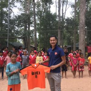 【ミッション】カンボジアの少女にユニフォームが届いた! #美瑛 #シェムリアップ #サッカー