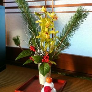 父の部屋の正月花☆