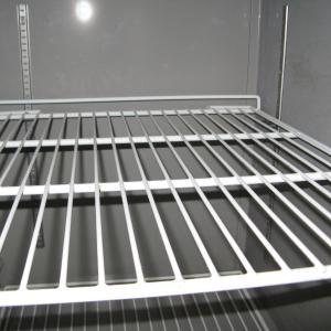 冷蔵庫掃除してますか?  掃除していない人は多いそうです? 年末の大掃除に一回だけとか、何年も掃除していない方もいるそうです。 わたしの店では、毎日冷蔵庫の中を洗っています!