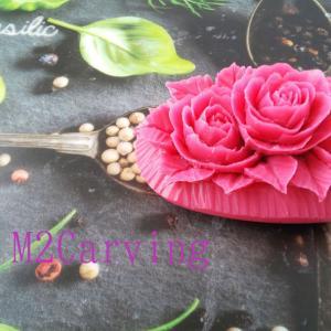 薔薇を彫る