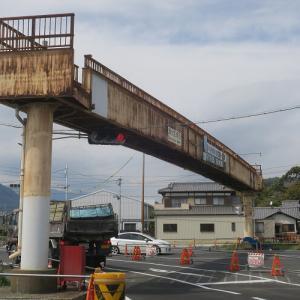 トマソン阿部定タイプ?国道一号線の尾羽歩道橋